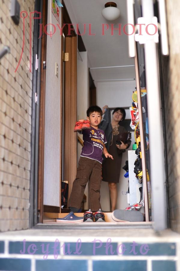 玄関で撮影
