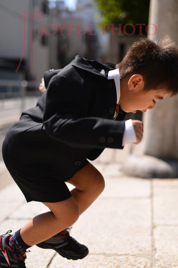 ジャンプする子供
