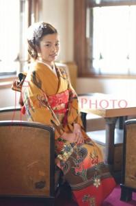 奈良ホテルで成人式を待つ着物の女性