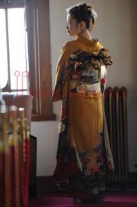 奈良ホテルで成人式を待つ着物の女性の後ろ姿