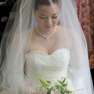 式前の新婦 ウェディングドレス姿